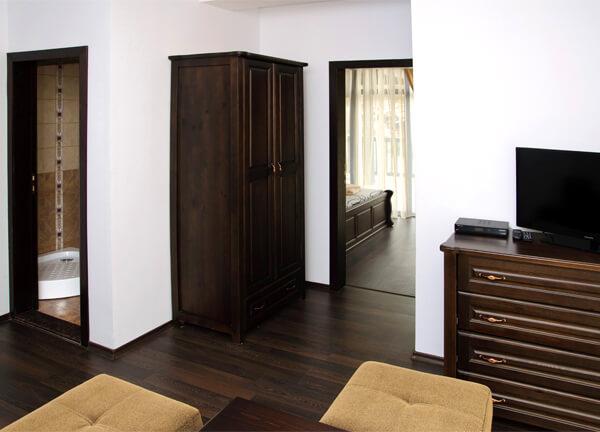 Апартамент в къща за гости Три
