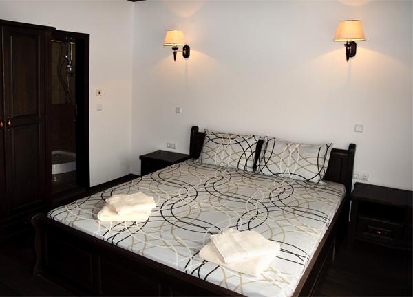 Спалня със самостоятелна баня/wc и тераса