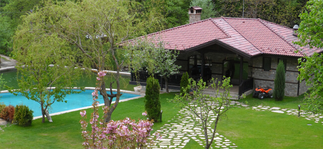 Къщи за гости с басейн и бистро