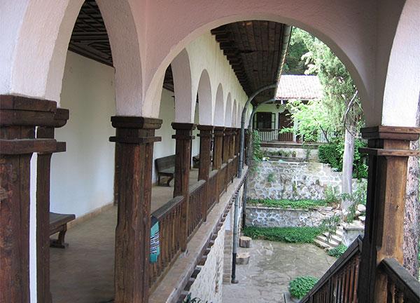 Монашеските килии в манастира Св. Николай