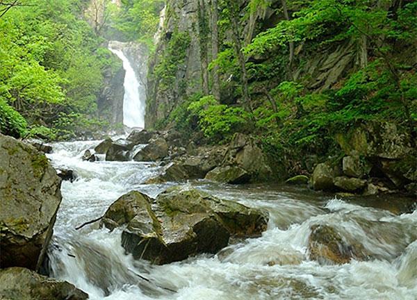 """Водопад """"Големият скок"""""""